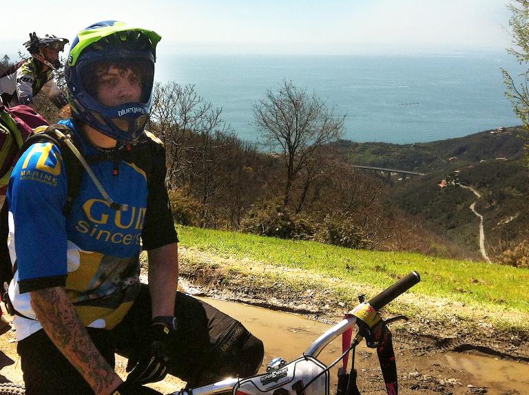 Una pausa tra le speciali (Sestri Levante 2013) (Guidi Rosas Bike Team)