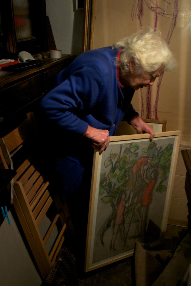 Ada con i suoi quadri