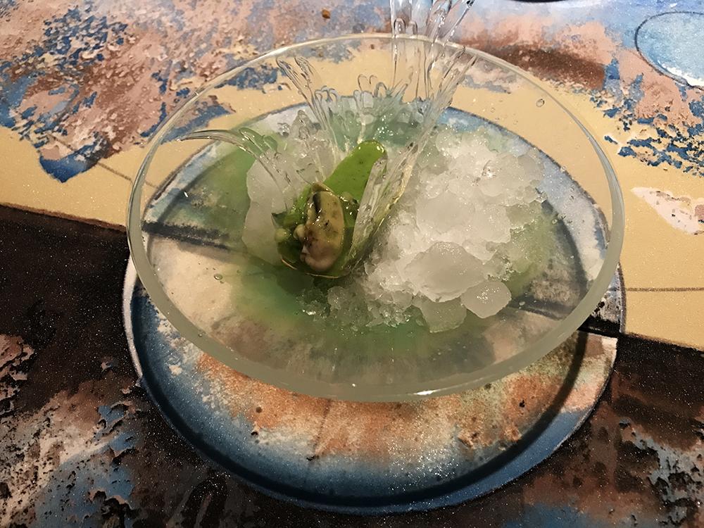 Ostrica, cetriolo, kiwi e basilico - Su ciotola e guscio d'ostrica in silicone